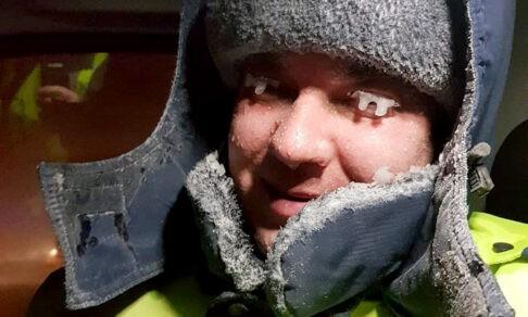 Спасали детей на трассе, помогали скорой и приютили незнакомцев. Как уральцы пережили снежную бурю