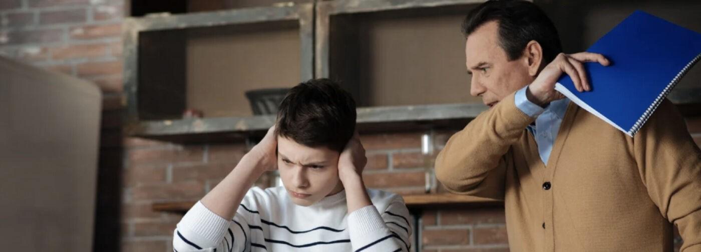 «Ого, он охамел! Сейчас я ему всыплю». Как выжить родителям подростка?