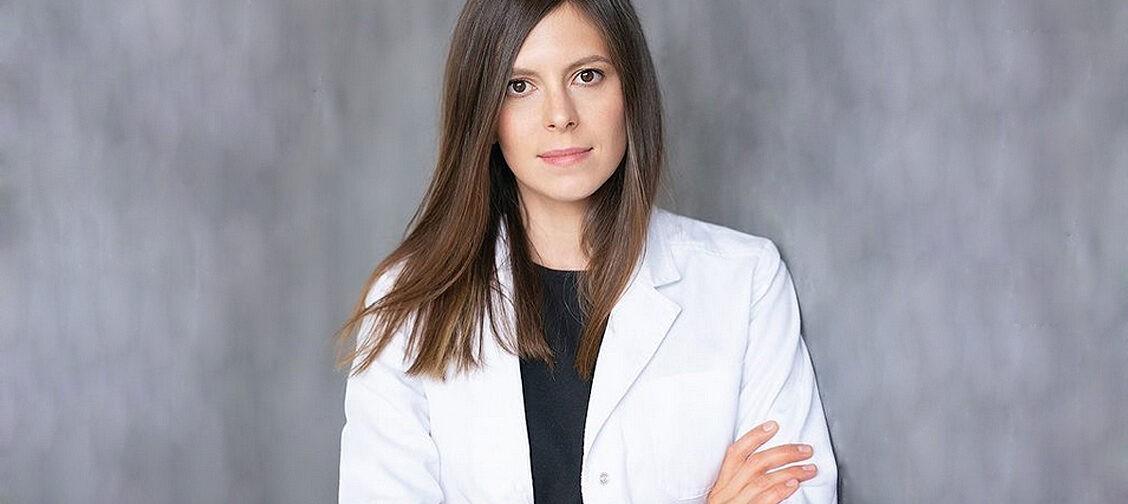 Почему постоянно болит голова? Невролог Анна Цветкова — о мигрени, стрессе и медицинских мифах