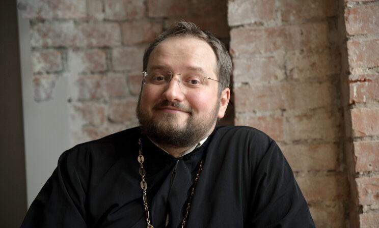«Что будет с котиком после смерти?» Священник Владислав Береговой — о скорой духовной помощи в интернете