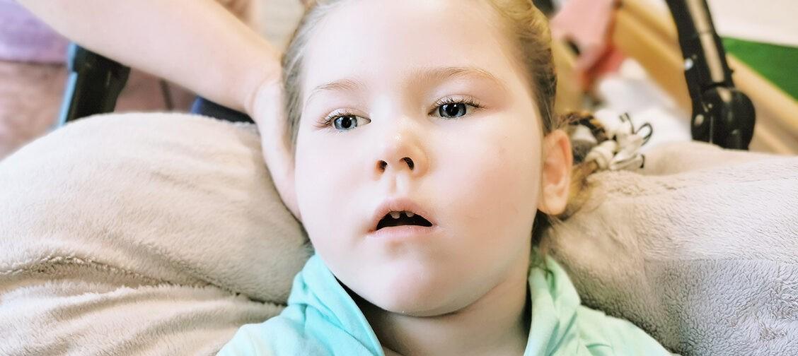 Врач сказал: «Из комы два выхода — жизнь или смерть». 4-летняя Даша выжила