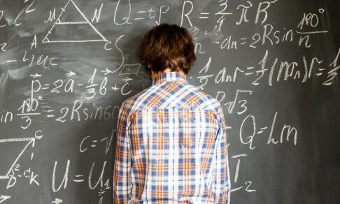 «На экзамене так разволновался, что все забыл!» Как научить мозг не отвлекаться на стресс