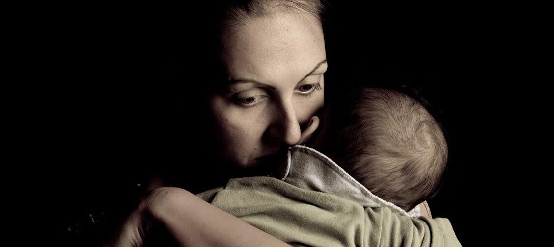 «Муж ушел от меня за две недели до родов». Как помочь себе, если остаешься одна с ребенком