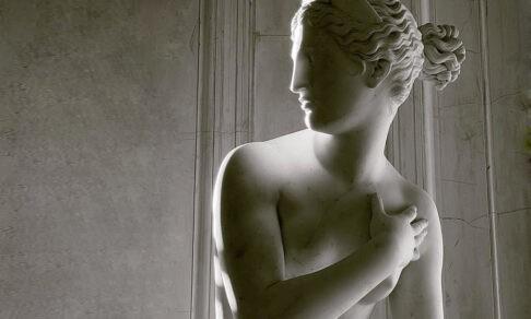«Жалобы на обнаженные скульптуры — это позор». Искусствоведы — о красоте и мракобесии