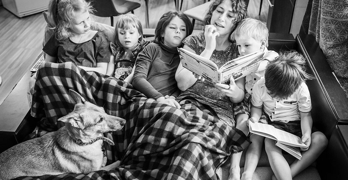 Пятеро детей и одна бабушка. Один день многодетной мамы Олеси Потаповой