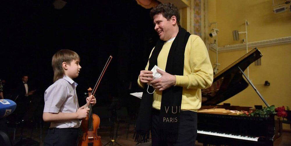 На 9-летнего скрипача из Челябинска жаловались соседи. За него заступился пианист Денис Мацуев