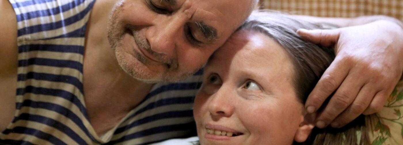 «Если умру — люди не поймут». У Татьяны — БАС, но они с мужем поддерживают других людей с тем же диагнозом