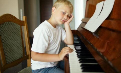 «В школу не пойду, и музыкалка ваша надоела!» Что делать родителям, если дети отказываются учиться