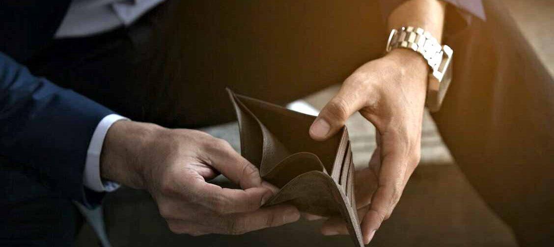 У меня кредиты, но платить нечем. Как объявить себя банкротом без суда?