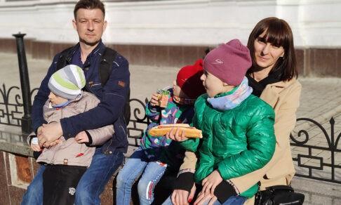 У троих детей аутизм, но Оксана мечтает стать бабушкой