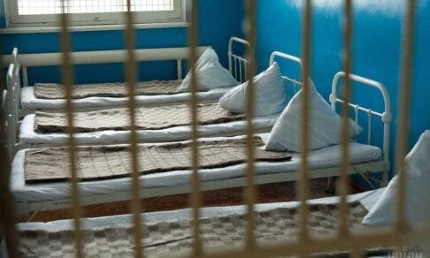 Одна медсестра на 120 человек, изолятор и могила без имени. Протоиерей Андрей Лоргус — о служении в ПНИ