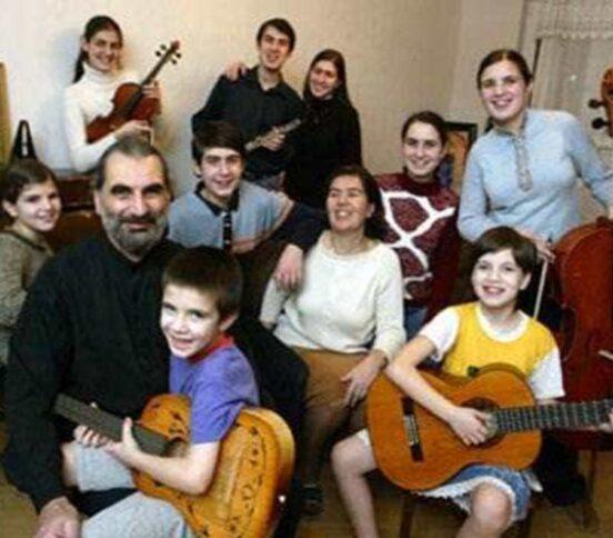 Большая семья или маленькое посольство