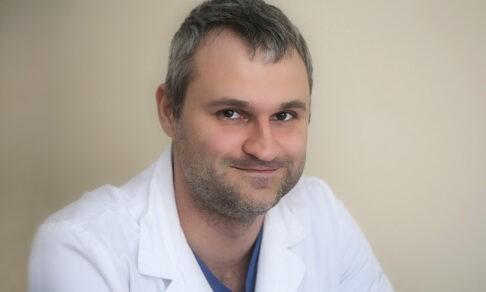 «Пациентка с тромбозом впала в кому, а после операции снова шутила». Хирург Дмитрий Куртасов