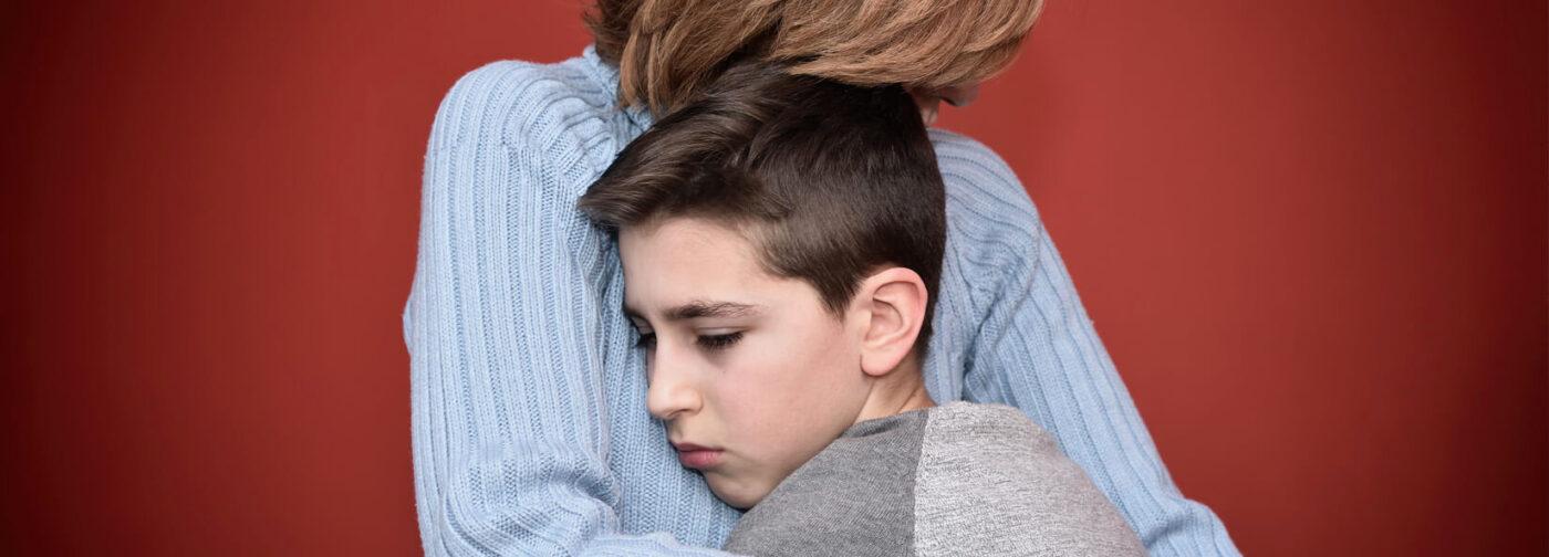 «Хочется защитить ребенка любой ценой». Как справиться с тревогой после трагедии в школе?