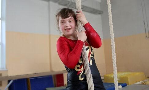 «А если я упаду и подведу Россию?» Как живет чемпионка по спортивной гимнастике с синдромом Дауна