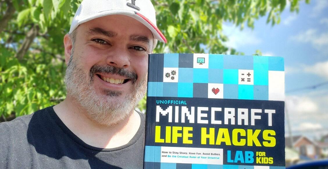 """«Дети с аутизмом играют со мной в """"Майнкрафт""""». Как отец особого ребенка создал лучшее место в интернете"""