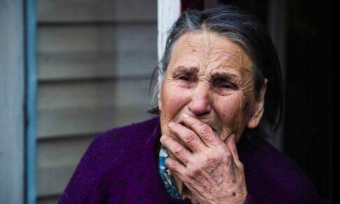 «Это же сын — вдруг его в тюрьму посадят». Как пожилых людей бьют и лишают денег собственные дети