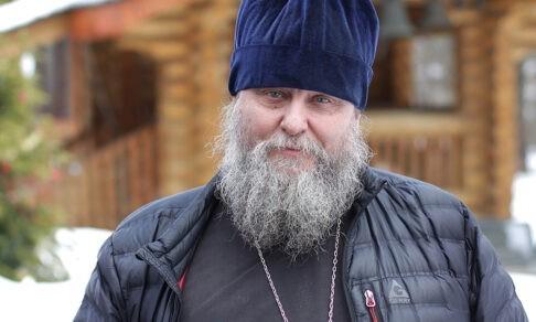 «Стою в дурацком костюме, а на меня смотрят 800 человек». Как умер артист «Ленкома» и родился священник