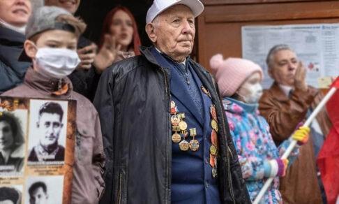«Я был ранен осколками в бок и челюсть, но продолжал вести бой». Ветерану Абраму Миркину — 100 лет