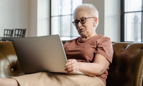 5 способов избежать деменции. Нейробиолог — о счастливой жизни в старости