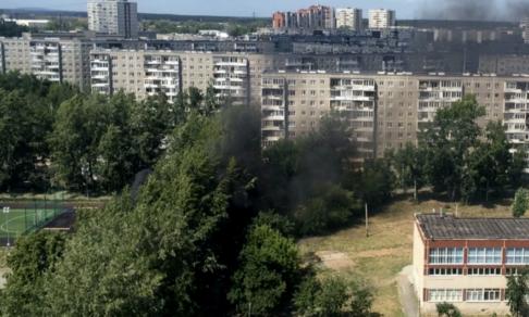 «Вокруг черный дым, а люди стоят и смотрят». Учитель из Екатеринбурга спас от пожара две школы