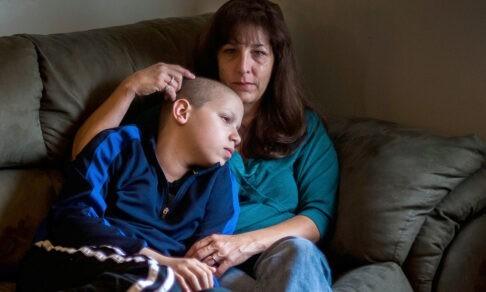 Узнал диагноз сына и обещал быть рядом. Но приехал и сказал: «Я женюсь на другой»