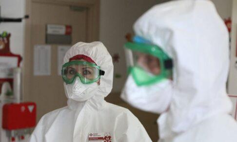 В России выявили новую мутацию коронавируса AY.4.2. Что теперь будет?
