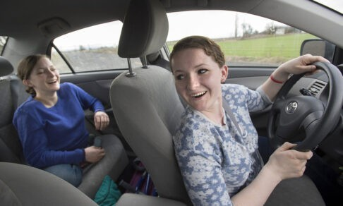 Врачи 20 лет назад разделили сиамских близнецов. Одна из сестер родила дочь в той же больнице