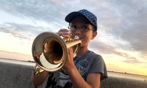Чтобы исполнить мечту мамы, Давид играл джаз на набережной