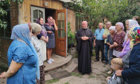 Хата, вагончик и аварийная школа. Как живут православные украинцы, у которых отобрали храмы