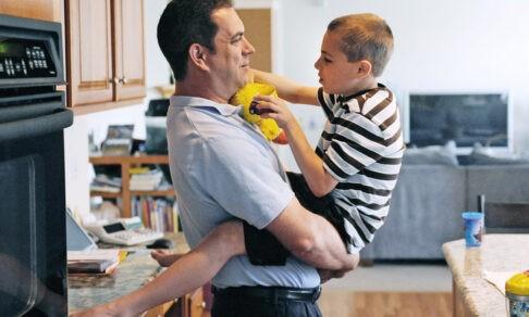 «По пятницам жена водила его на какие-то занятия». Что должна знать семья ребенка с инвалидностью