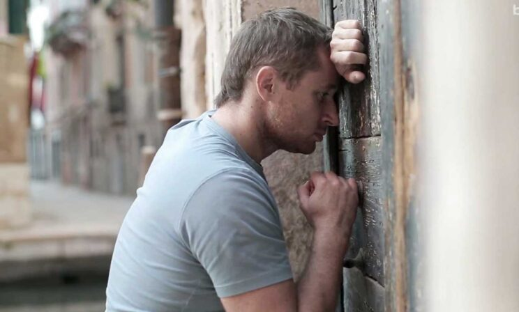 «Храм закрыт! Всех не нажалеешься!» Мужчина заплакал и ушел