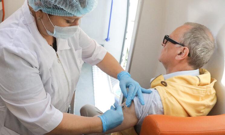 Я сделал прививку от ковида — нужна ли от гриппа? Объясняет биолог Антонина Обласова
