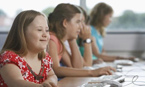 «Они мешают учиться нашим детям». Почему в школе важно увидеть разных людей