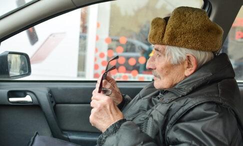 «Папа, я сбила человека». Таксист спас пенсионера от телефонных мошенников