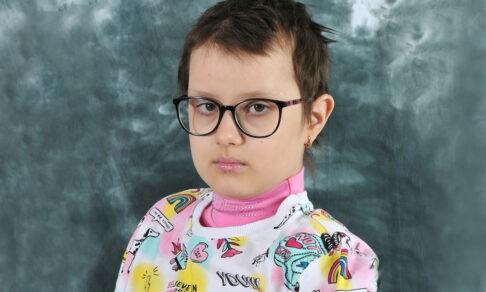 «Что-то ваш ребенок вялый на уроках». Лизе сделали МРТ и увидели опухоль