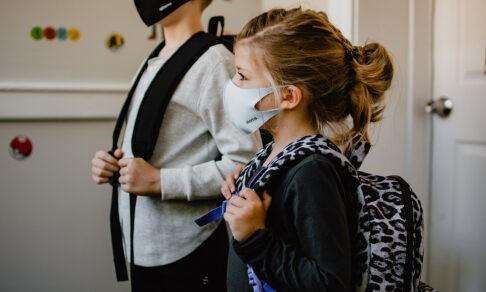 Дельта-вариант захватил подростков. Эпидемиолог Антон Барчук — о детской вакцинации