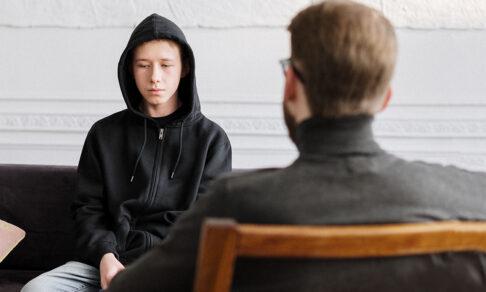 «Мой первый кабинет был в закрытом туалете». Школьные психологи — анонимно и честно о своей работе