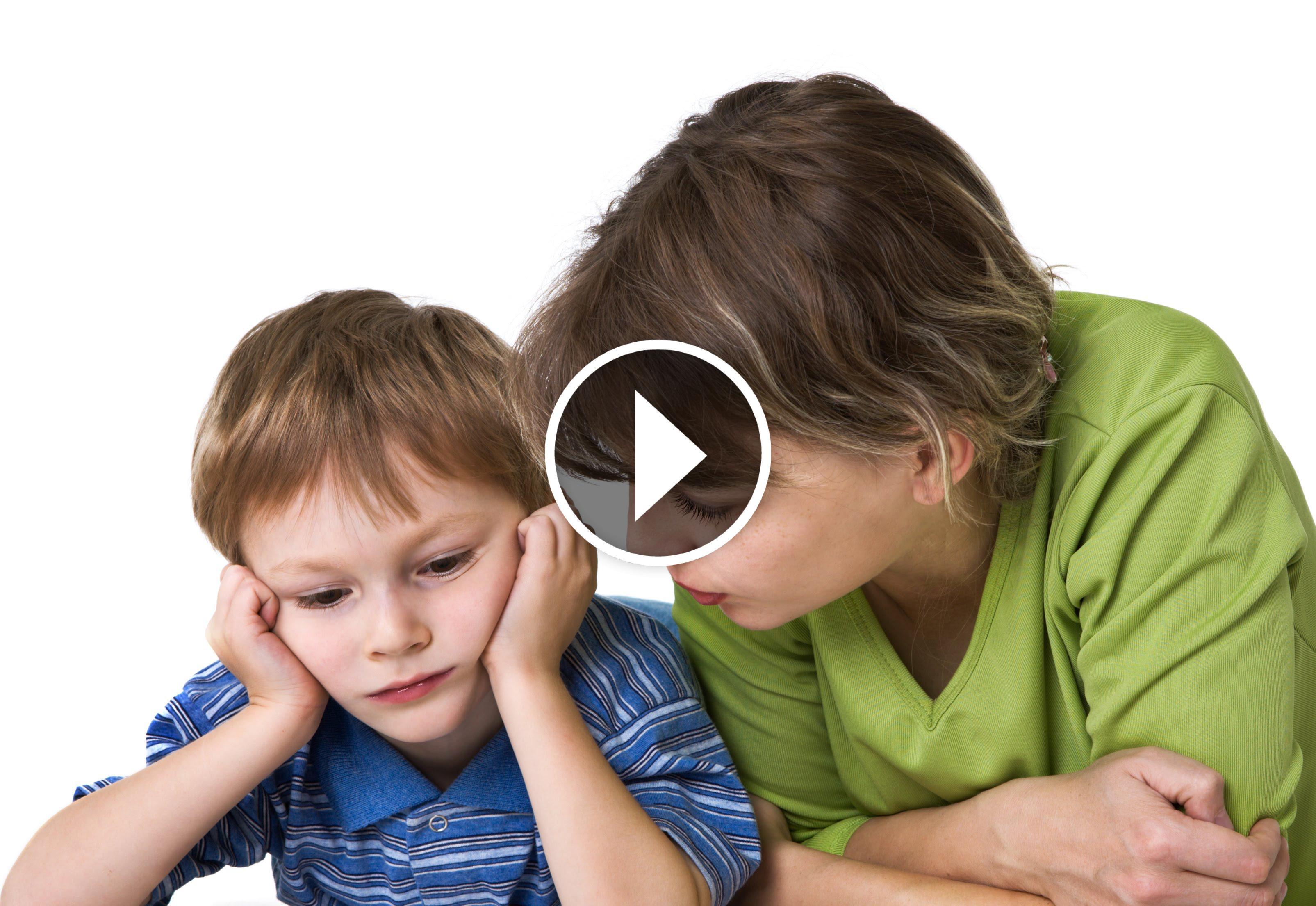 сын больно заставляет маму тарахатся